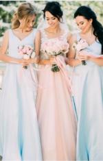 Блакитні сукні із атласу
